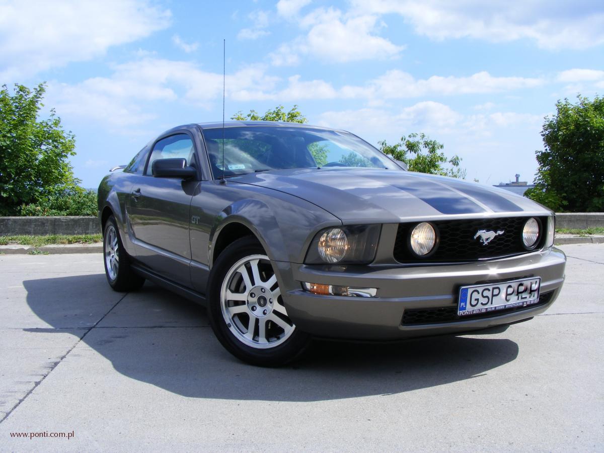 PONTI auta z USA, ford mustang 2005