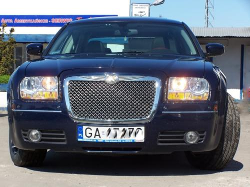 Chrysler 300 C 2006 grill stylizowany na Bentlya
