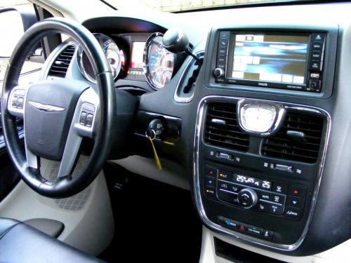 Chrysler Town  Country 2013 black (7)