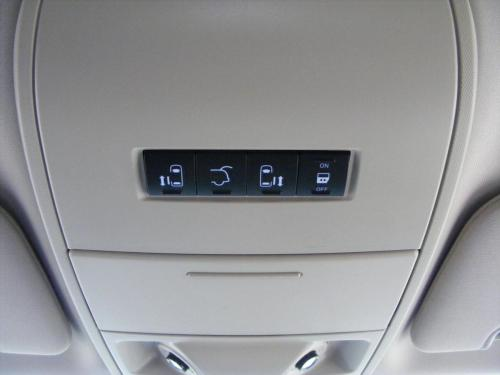 Chrysler Town  Country 2013 white (3)