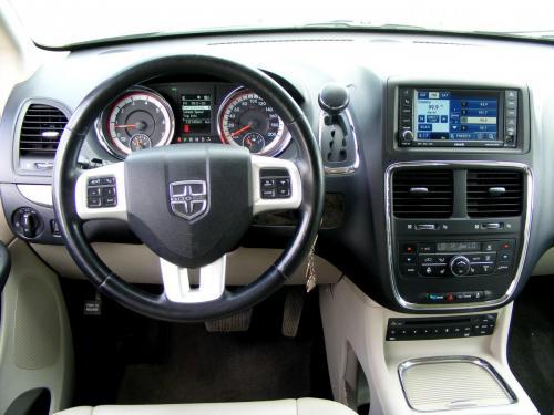 Dodge Grand Caravan 2011 Crew (18) (1)