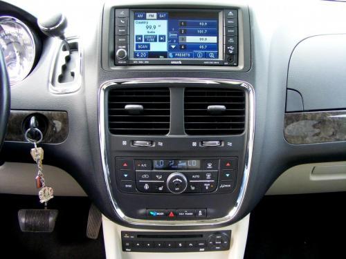Dodge Grand Caravan 2011 Crew (3) (1)