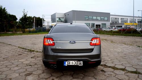 Ford Taurus 2011 (8)