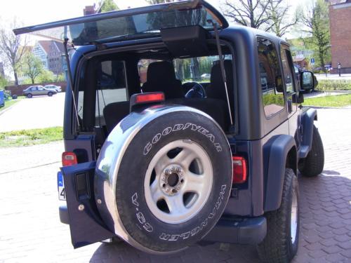 Jeep Wrangler 2004 tyl otwarty
